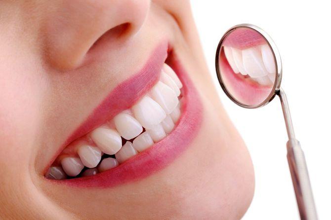 デンタルミラーと美しい歯