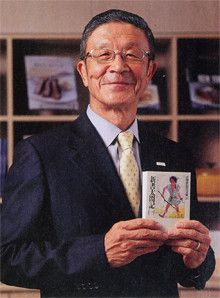 <strong>ロック・フィールド社長 岩田弘三</strong>●1940年、兵庫県生まれ。日本料理店で修業後、独立して飲食店などを経営。65年、神戸でフランス料理店「レストランフック」を開業。72年、ロック・フィールドを設立。「アール・エフ・ワン」「神戸コロッケ」など、現在は8つのブランドを展開する。07年春、新業態であるデリ&カフェ、「beOrganic」を立ち上げた。