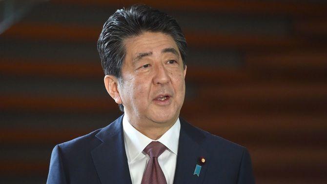 2020年9月16日、メディアに向かって話す首相官邸に到着した安倍晋三首相(当時)
