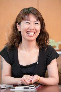 もともとはデザイナーの太田さん。丸形デザインにはこだわりがある。