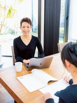 長女はダイニングテーブルで受験勉強をすることが多かったため、小竹さんはその横で見守るように仕事をしていた。