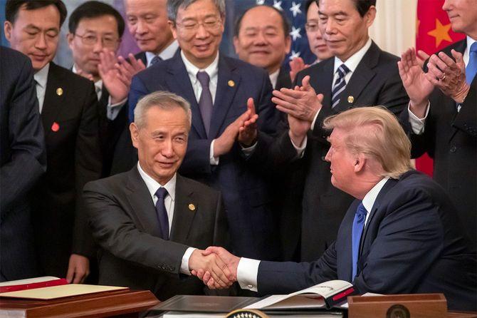 トランプ米大統領とも渡り合った劉鶴副首相が率いる金融安定発展委員会がフィンテック企業を規制する必要性を強調=2020年1月15日