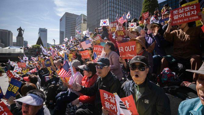 2019年10月9日、韓国の文在寅大統領下野を求める反政権集会(韓国・ソウル)