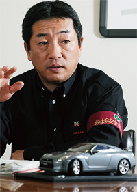 <strong>日産自動車栃木工場 工場長 高岡洋海</strong>●1957年、東京都生まれ。青山学院大学理工学部卒。82年日産自動車入社。栃木工場、メキシコ日産自動車、村山工場、追浜工場などを経て、2007年生産事業本部生産企画部部長。09年より栃木工場長。