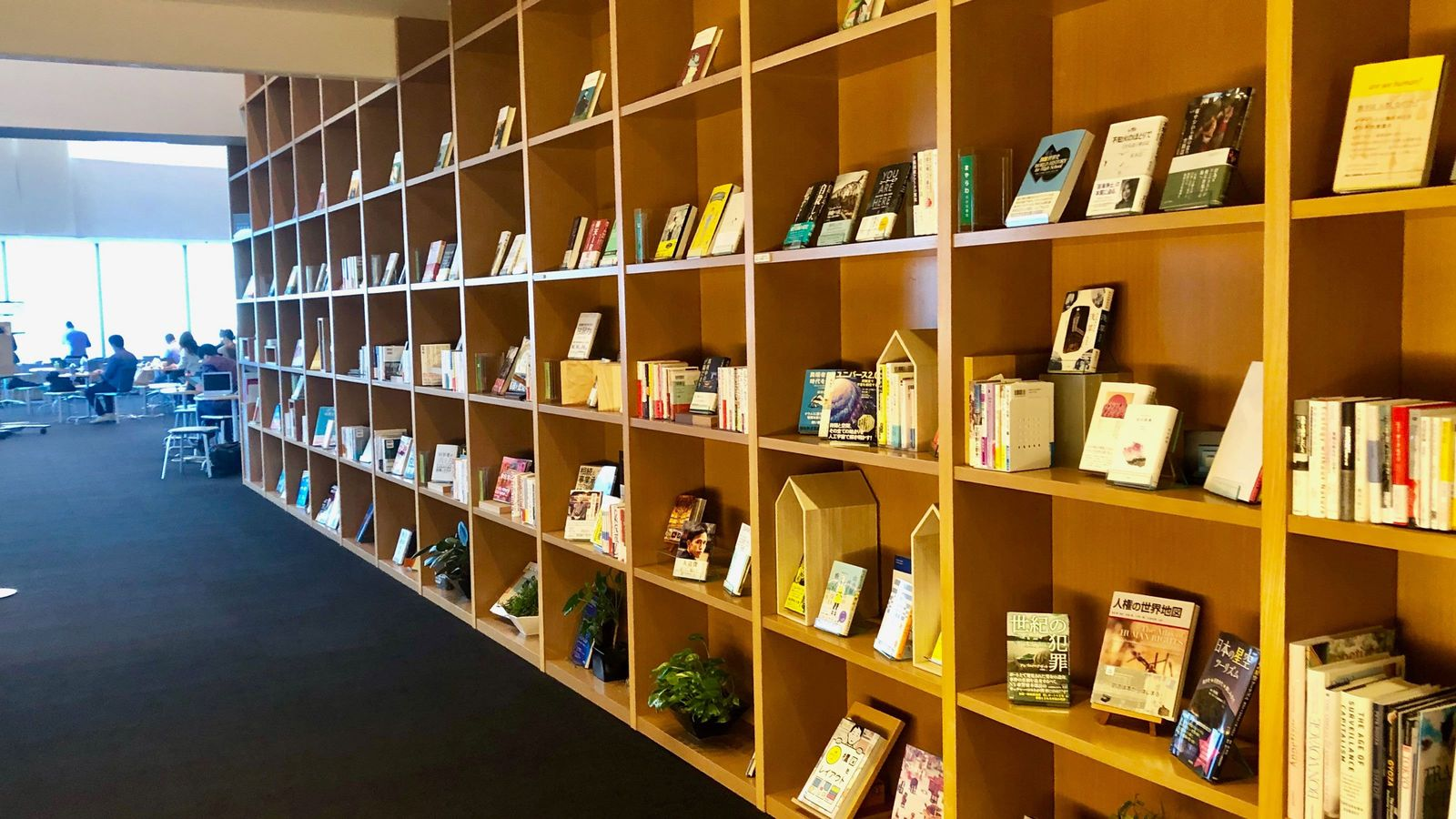 「情報源は本より人」だと言い切る図書館の価値 成長する「新しい自分」に出会う場所