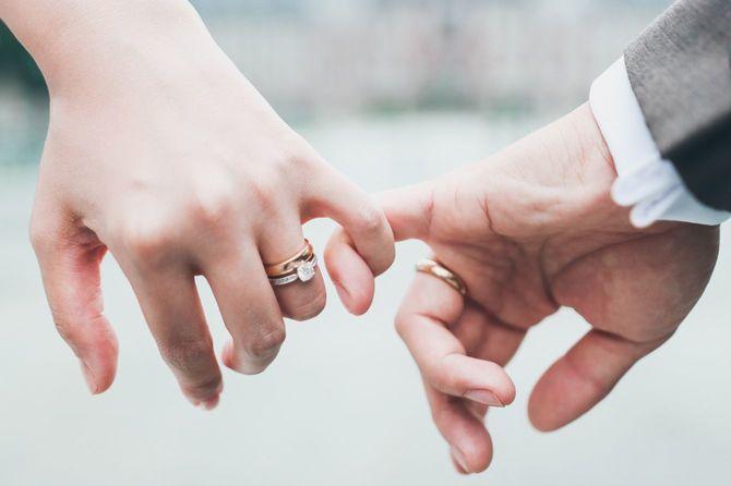 永遠の愛を誓うカップル