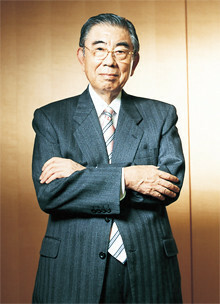<strong>鈴木敏文</strong>●セブン&アイ・ホールディングス代表取締役会長兼CEO。1932年、長野県生まれ。中央大学経済学部卒業後、東京出版販売(現トーハン)入社。63年イトーヨーカ堂入社。73年セブン─イレブン・ジャパンを創設して日本一の小売業に育てる。2003年イトーヨーカ堂およびセブン─イレブン・ジャパン会長兼CEO就任。05年セブン&アイ・ホールディングスを設立し、現職。