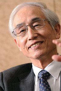 <strong>セイコーエプソン相談役 草間三郎</strong>●1939年生まれ。63年静岡大学工学部卒業、同年諏訪精工舎(現セイコーエプソン)入社。電子デバイス事業に尽力。90年取締役、2001年社長、05年会長、08年より現職。