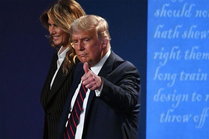 2020年9月29日、オハイオ州で行われた米大統領選、第1回候補者討論会で、メラニア夫人と共に退席するドナルド・トランプ大統領