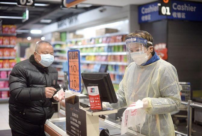 交通網が遮断された中国・武漢市