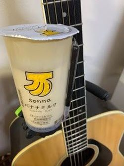 バナナジュース専門店とセブン-イレブンがコロボした「sonna バナナミルク」