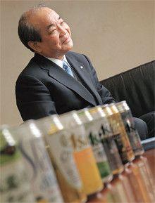 <strong>荻田伍●おぎた・ひとし</strong><br>1942年、福岡県生まれ。65年九州大学経済学部卒業、アサヒビール入社。89年長野支店長、95年福岡支店長、97年九州地区本部長、2000年常務。02年アサヒ飲料副社長、03年同社社長。06年より現職。出向先のアサヒ飲料では赤字体質を脱却しV字回復に導く。子会社からの社長就任は前例のない抜擢だった。