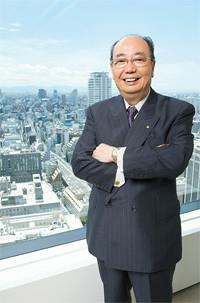 <strong>レンゴー代表取締役社長 大坪 清</strong>●1939年、大阪府豊中市生まれ。神戸大学を卒業後、62年住友商事入社。入社後、尼崎にある傘下の製紙工場に出向。以降、紙パルプ部門を歩む。2000年6月、レンゴー社長に就任。現在、全国段ボール工業組合連合会理事長、関西生産性本部会長を務める。