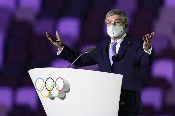 2020年夏季五輪東京大会の開会式でスピーチする国際オリンピック委員会(IOC)のトーマス・バッハ会長