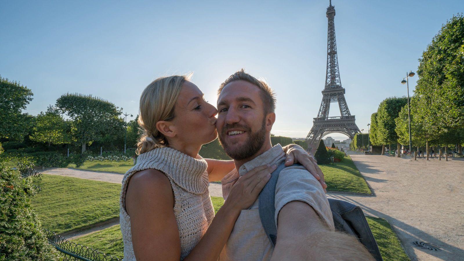 フランス人が好む「エッチなジョーク」の中身 そのルーツは13世紀にまで遡る
