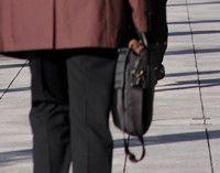 48歳で再就職を目指したが、7社のうち書類で3社落ち、面接で4社落ちた<br><strong>吉村宗夫54歳</strong><br>福島県の高校卒業後、雪印食品に入社。福島県の工場で主にハムやソーセージの加工に携わる。2002年、牛肉偽装事件の影響で失職。失業手当も切れ、不本意ながら04年12月から派遣社員に。家族は妻と息子2人。現在、求職中。<br>※写真と本文は無関係です。