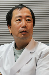 <strong>横浜すずきクリニック院長 鈴木敏彦</strong>「皮膚科の医師が薄毛では説得力がないと思ったのがきっかけです」