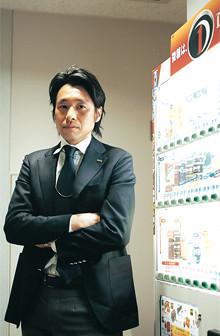 <strong>向井正訓</strong>●1971年生まれ。日本大学経済学部卒。建設業界を経て95年に入社。東京の営業所でルートセールスを経験。2002年社内公募で営業開発部へ転属。05年より現職。