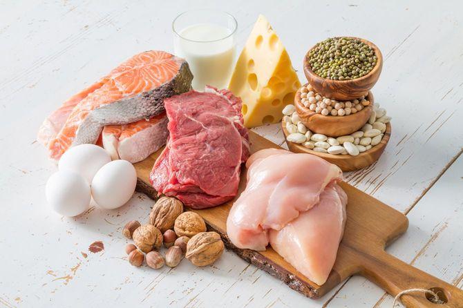 キッチンに並ぶ選りすぐりのタンパク質源