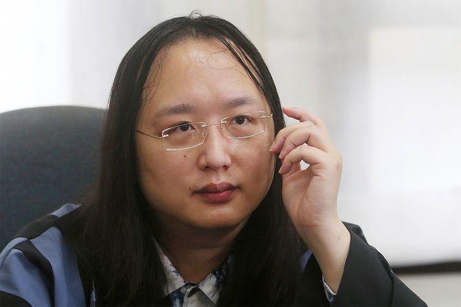 AP通信のインタビューに答える台湾デジタル大臣のオードリー・タン氏=2020年12月10日