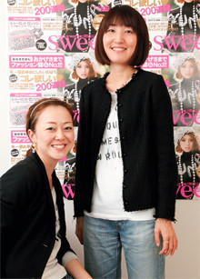 (右)<strong>渡辺佳代子</strong>●他の出版社を経て、宝島社に入社。創刊1年目の1999年11月から「sweet」の2代目編集長を務める。(左)<strong>桜田圭子</strong>●広告代理店勤務を経て宝島社に入社。広報とマーケティングを担当。