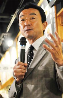 <strong>桑原 豊</strong>●ワタミ社長兼COO<br>1958年、東京都生まれ。暁星高校卒業。すかいらーく、藍屋を経て、98年入社、2009年社長。今年8月セミセルフ方式のFF居酒屋「仰天酒場和っしょい2」1号店をオープン。最終目標3桁出店を目指す。