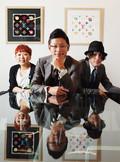 ファッション通販サイト「ZOZOTOWN」を運営するスタートトゥデイの前澤友作社長(中央)。スタッフのほぼ全員が最先端ファッションに身を包む。