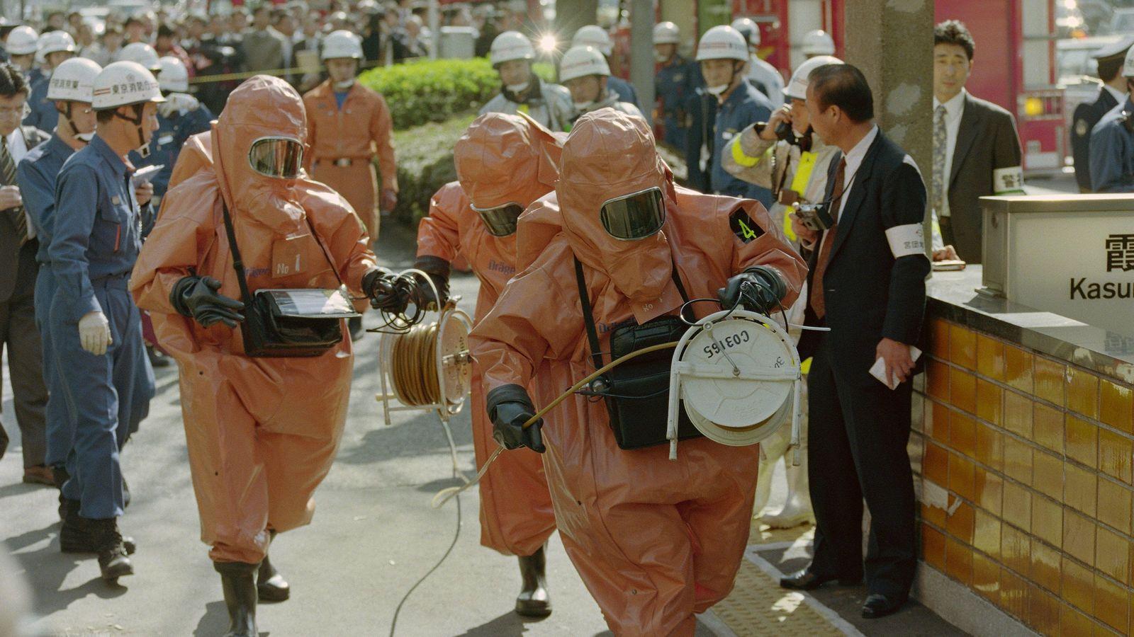 地下鉄サリン「霞ケ関駅」の地獄をみた人たち 先頭で救助していた駅員さんが痙攣