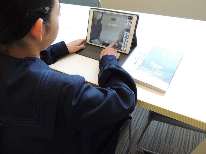 ビデオ会議システムを使って、オンライン授業を実施している