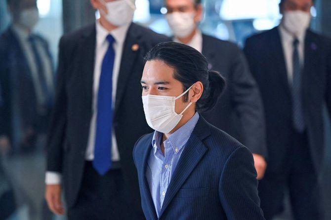 2021年9月27日、日本の眞子さまの交際相手である小室圭さんが、米国から千葉県の成田空港に到着した。