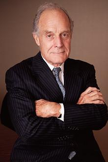 <strong>チャールズ・エリス</strong>●グリニッジ・アソシエイツ創設者。イェール大学卒業後、ハーバード・ビジネス・スクールで最優秀のMBA、ニューヨーク大学でPh.D取得。1972年、戦略コンサルティング会社グリニッジ・アソシエイツを設立。2001年から09年まで世界最大級の投信会社バンガードの社外取締役を務めた。