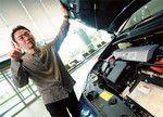 大塚明彦は、加熱する「プリウスVSインサント、ハイブリッドカー戦争」というマスコミによる報道を「ありがたい」と語る。2代目インサントの颯爽たる登場で、消費者の注目がハイブリッドカー市場に集まったのだ。