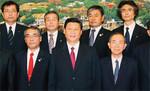 次期国家主席候補の習近平氏(中央)を巡る、政治闘争も背景にあるといわれる。(PANA=写真)