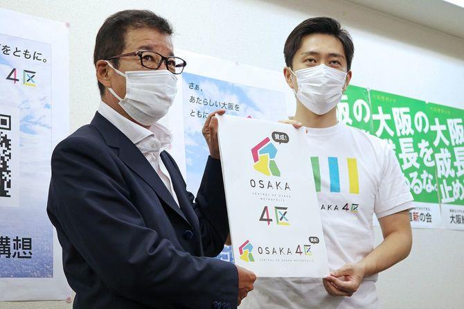 地域政党「大阪維新の会」の全体会議後、取材に応じる松井一郎代表(左、大阪市長)と吉村洋文代表代行(大阪府知事)