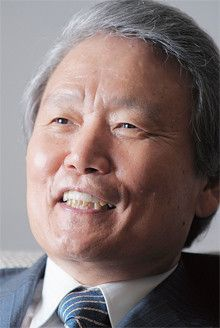 <strong>榊原定征</strong>●さかきばら・さだゆき 1943年、神奈川県生まれ。67年、名古屋大学大学院工学研究科応用化学専攻修士課程修了、東洋レーヨン(現東レ)入社。94年経営企画室長、96年取締役、99年専務、2001年副社長、02年社長。10年より現職。