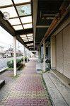 阿久根港の水揚げはイワシやサバ、アジが主体。なかでも一本釣りの「華アジ」が有名。駅前のアーケードで目立つのは郵便局と銀行だけ。買い物客の姿はなかった。