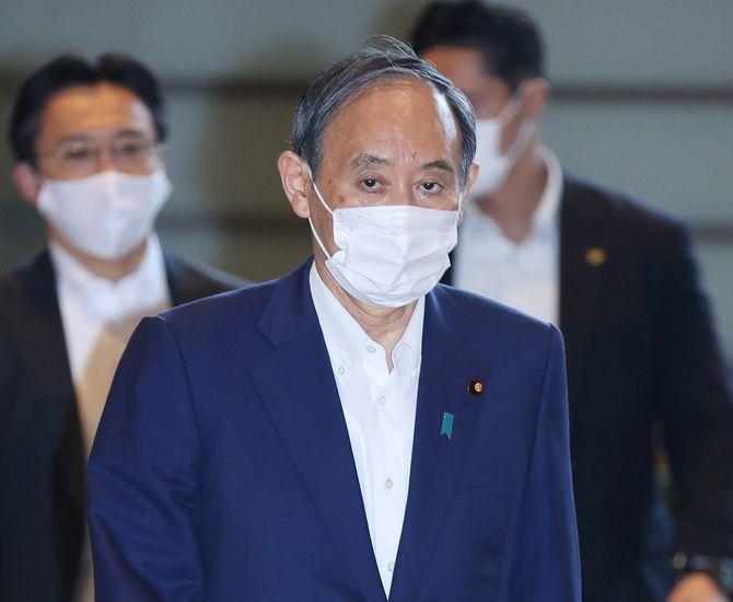 首相官邸に入る菅義偉首相=2021年9月3日午前、東京・永田町