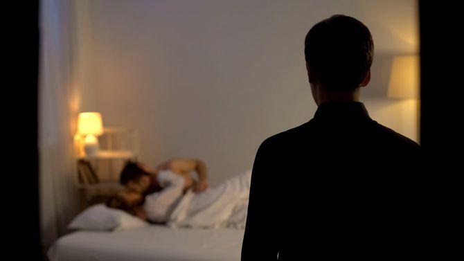 夫が妻の姦淫の場に出くわした