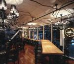 ECナビの社内バー(AJITO)。フィスビルの中にバーが設置され、無機質なフロアが変身。来訪者へのアピール効果も大きい。