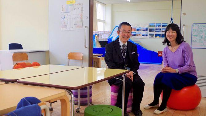 狛江第三小学校校長の荒川元邦さん(左)と、同校自閉症・情緒障害特別支援学級指導教諭の森村美和子さん(右)