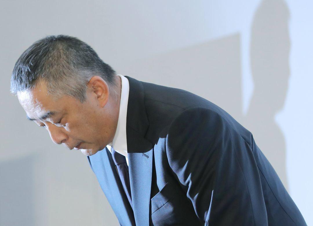 吉本が所属芸人と契約書を交わさない理由 だから2010年に上場廃止を選んだ