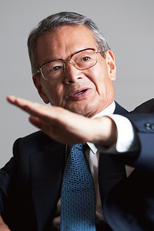 <strong>全日本空輸 会長 大橋洋治</strong> おおはし・ようじ●1940年、満州生まれ。64年慶應義塾大学法学部卒業、全日本空輸入社。88年営業本部販売部長、93年取締役、97年常務、99年副社長、2001年社長。05年より現職。08年より日本経済団体連合会副会長も務める。