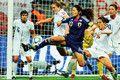 敵陣で奮闘する澤穂希選手(FIFA/Getty Images=写真)。