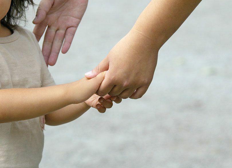 高収入シングルマザー「カネより思い出」 「旅行より、ママに家にいてほしい」