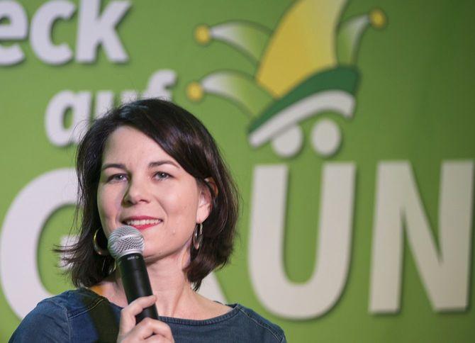 2018年2月14日、集会に参加する同盟90/緑の党のアンナレーナ・ベーアボック氏