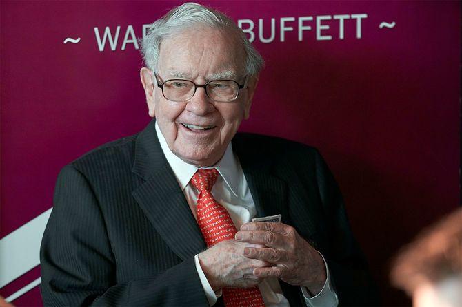 総資産が9兆円近くといわれる伝説の投資家、ウォーレン・バフェット。会長兼CEOを務める持株会社バークシャー・ハサウェイの株主総会にて(2019年5月5日)