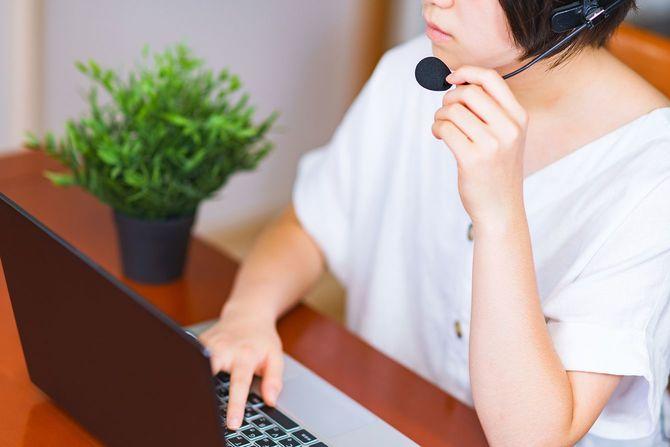 オンラインで仕事をする女性