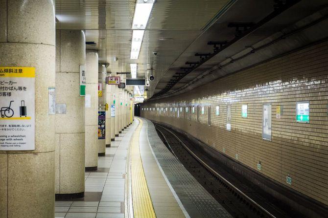 霞ヶ関駅のプラットホーム