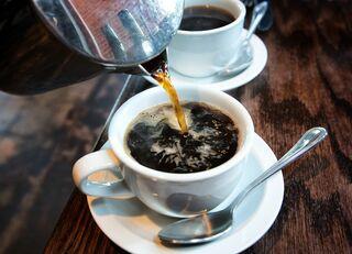 コーヒー人気なのに喫茶店が半減した理由