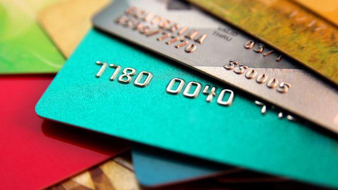 カラフルなクレジットカードの数々